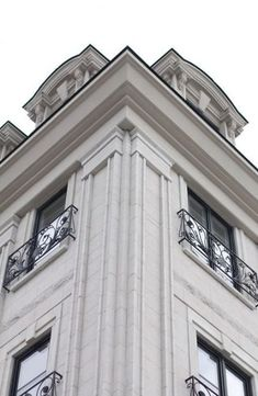 Ideas House Facade Design Classic Balconies For architecture Neoclassical Architecture, Colonial Architecture, Classic Architecture, Facade Architecture, Classic House Exterior, Classic House Design, Facade Design, Exterior Design, House Plans Mansion