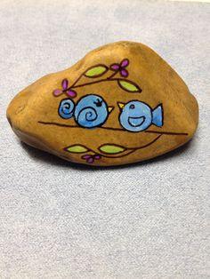 bird on rock Pebble Painting, Pebble Art, Stone Painting, Rock Painting, Painted Rocks Craft, Hand Painted Rocks, Painted Stones, Stone Crafts, Rock Crafts
