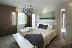 Hyvinkään 2013 - Makuuhuone ASKO BONNELL ECLIPSE-jenkkivuode AAMU-sijauspatjalla, GALLARDO-kattovalaisin, SILKKI-tyyny