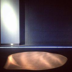 Hydropolis / ART FM #hydropolis #hydropoliswroclaw #artfmkrakow  #archilovers #archiday #architronic #architecture #architekturawnetrz #architect #M2NH #architecture #shadow #concreate #wnetrzapubliczne #polisharchitecture #polishdesign #exposition #exhibition #ekspozycja #waves #lightshow #lights #waterlamp #artofarchitecture #instalationart #wnetrza #archstagram #urbanabstraction