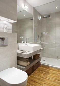 aménagement salle de bain avec un parquet flottant et douche à l'italienne: