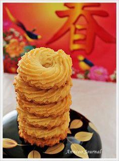 Danish Butter Cookies yum…Mom used to make these.visitcopenhag… FULL RECIPE HERE Butter Cookies Recipe butt. Danish Butter Cookies, Biscuit Cookies, No Bake Cookies, Yummy Cookies, Cake Cookies, Cupcakes, Piping Cookies Recipe, Cookie Butter, Gastronomia
