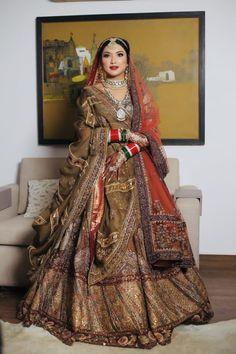 Wedding Lehnga, Indian Wedding Gowns, Indian Gowns Dresses, Indian Bridal Outfits, Indian Bridal Fashion, Wedding Dress, Latest Bridal Lehenga, Bridal Sarees South Indian, Bengali Bridal Makeup