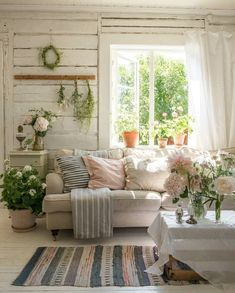 Cottage Living Rooms, Home Living Room, Living Spaces, Country Cottage Living, Cozy Living, Summer House Interiors, Cottage Interiors, Cottage Style Decor, Country Decor