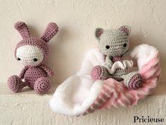 amigurumi Doudou lapin au crochet vieux rose et blanc : Jeux, jouets par pricieuse-crochet