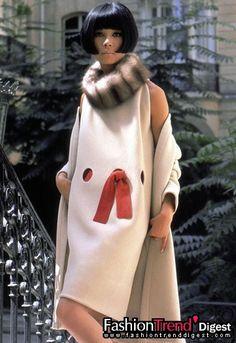 Pierre Cardin Haute Couture Creation Cocktail dress worn by Hiroko Matsumoto - Moda Retro, Moda Vintage, Vintage Mode, Pierre Cardin, 60s And 70s Fashion, High Fashion, Vintage Fashion, Haute Couture Style, Fashion Images
