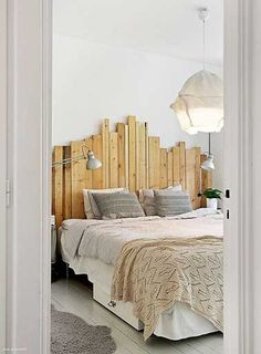 The bed defines the bedroom and the headboard defines the bed. So if you're looking for unusual headboard ideas for your room you've reached the right place Home Bedroom, Bedroom Decor, Bedrooms, Rustic Bedroom Furniture, Wooden Pallet Beds, Wood Headboard, Headboard Ideas, Headboards For Beds, Pallet Headboards