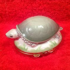 Vintage-French-Limoges-Porcelain-de-Paris-Turtle-Box-p191
