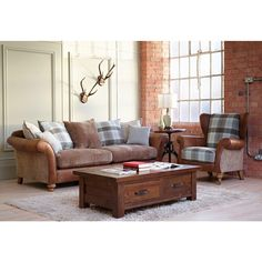 leather and fabric sofa - Ideas Leather and Fabric sofa Images, leather and fabric sofa mix radiovannes Living Room Chairs, Home Living Room, Living Room Furniture, Living Area, Kitchen Living, Small Living, Dining Chairs, Fabric Sofa, Cushions On Sofa