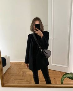 Black outfit for November Mode Outfits, Fall Outfits, Casual Outfits, Fashion Outfits, Modest Fashion, Dress Fashion, Skandinavian Fashion, Winter Mode, All Black Outfit