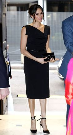 Meghan Markle and Prince Harry Step Out Exactly One Month Before Their Wedding Evening Affair! Meghan Markle and Prince Harry Step Out Exactly One Month Before Their Wedding. Fashion Looks, Beauty And Fashion, Royal Fashion, Classy Fashion, Petite Fashion, Curvy Fashion, Retro Fashion, Korean Fashion, Style Fashion