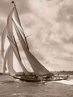 Rainbow II, Beken of Cowes 1898
