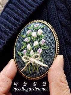 프랑스자수 - 수원프랑스자수 - 광교프랑스자수 - 자수브롯치 - 바늘정원 : 네이버 블로그 Embroidery Neck Designs, Hand Embroidery Flowers, Hand Embroidery Stitches, Embroidery Patterns, Textile Jewelry, Embroidery Jewelry, Tiny Cross Stitch, Beaded Banners, Felt Purse