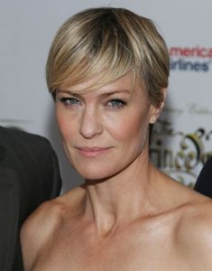 Robin Wright has gone from The Princess Bride to Jenny on Forrest Gump to coldly calculating Claire Underwood on House of Cards. Learn more about the actress and her intriguing new character on this board. Robin Wright Haircut, Claire Underwood Style, White Blonde, Short Haircut, Pixie Hairstyles, Pixie Haircuts, Cool Haircuts, Textured Hair, Short Hair Styles