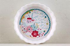 """15 diseños en cerámica para tu casa  Tartera individual de la Colección """"Amor Astral"""", ilustrada por Ana Sanfelippo. Mide 20 x 4.5cm ($420, Amazónica)."""