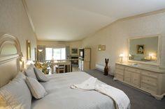 Suite de luxe au bord de l'eau Restaurant, Alcove, Oversized Mirror, Bathtub, Furniture, Home Decor, Finnish Sauna, Lush, Water