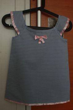 girl flutter dress, http://www.itsalwaysautumn.com/2014/06/23/girls-flutter-sleeve-dress-top-sewing-tutorial-free-pattern-4t.html