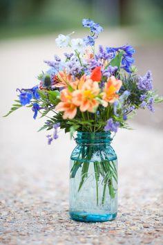 806bdf3a62469e479320662e9a3a5ee2.jpg 1,200×1,800 pixels Wildflower Centerpieces, Flowers Arrangements For Table, Blue Flower Centerpieces, Blue Vases, Mason Jar Flower Arrangements, Simple Wedding Centerpieces, Mason Jar Centerpieces, Table Flowers, Cobalt Blue