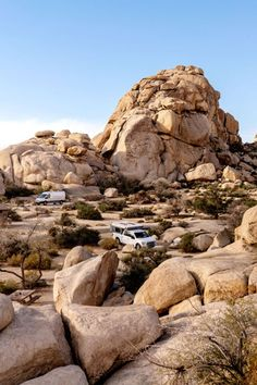 There are 9 campgrounds in Joshua Tree National Park. Find the best campsites for climbing, RV campers and groups. How to find free camping on BLM nearby. 5th Wheel Travel Trailers, Travel Trailer Camping, Tent Camping, Hiking Dogs, Go Hiking, Joshua Tree National Park, National Parks, Joshua Tree Camping, Best Campgrounds