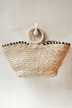 This classic beachbag is handwoven withlocally sourced banana leaves. It is the quintessential carryall to take on any vacation and looks good with any tropic
