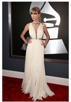 Who loved watching Taylor Swift have a ball dancing at last night's #Grammys? We sure did! Congrats #TaylorSwift xo