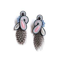 """B.O. """"Unicorn Spirit"""" Feathers Bijoux haute fantaisie brodés à la soutache et plumes. Waxebo."""