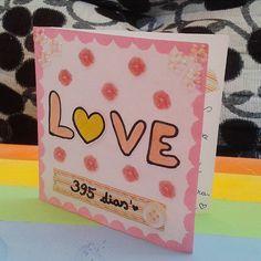 Boa noite meus amores *-* Esse cartão eu fiz simples, mas ficou uma gracinha :) Cartão de 1 ano e 1 mês . . . . . . #inlove #criatividade #valentine #mylove #biasanttosz #mimo #criar #arteemfoco #customização #love #romantic #romanticos #namoradacriativa #namorados #heart #amor #card #surpresa #surprise #scrap #scrapbook #supernamorada #EuQueFiz #diy #botão #tag #kisses #paetê #blognamoradacriativa #scrapbookbytamy