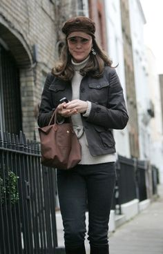13 Dec Kate Middleton leaving home to go to work. Carrying Longchamp 'Le Pliage' small tote in brown Kate Middleton Outfits, Kate Middleton Style, Princess Kate, Princess Charlotte, Princesa Kate Middleton, Before Wedding, Royal Fashion, Duke And Duchess, My Idol