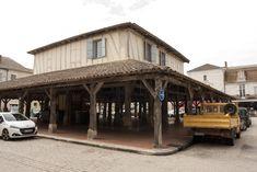 Villereal: Bastide dorp bij de Lot ** | Dorpen in Frankrijk Aquitaine, Cabin, House Styles, Outdoor Decor, Home Decor, Decoration Home, Room Decor, Cabins, Cottage