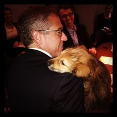 Brian Williams made a new friend during an NBC Nightly News afternoon meeting. #BrianWilliams