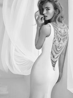 Vestido corte sirena escote redondo con tirantes joya - Rafia - Pronovias | Pronovias