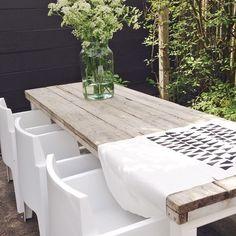 Backyard ideas в 2019 г. Garden Seating, Garden Table, Terrace Garden, Love Garden, Summer Garden, Home And Garden, Outdoor Rooms, Outdoor Dining, Small Gardens