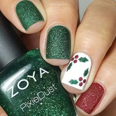 33 Pretty Holiday Nails to Get You Into the Christmas Spirit.- 33 Pretty Holiday Nails to Get You Into the Christmas Spirit – Styles Art - Xmas Nail Art, Christmas Tree Nails, Xmas Nails, Fall Nail Art, Diy Nails, Christmas Holiday, Christmas Manicure, Diy Holiday Nails, Diy Christmas Nails Easy