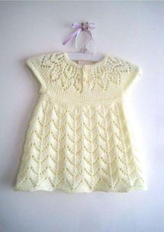 Baby Knitting Patterns, Knitting For Kids, Baby Patterns, Hand Knitting, Dress Patterns, Knit Baby Dress, Knitted Baby Clothes, Baby Knits, Girls Knitted Dress