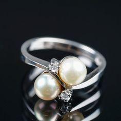 WESTERBACK, sormus, valkokultaa, timantteja. Pearl Earrings, Pearls, Jewelry, Fashion, Moda, Pearl Studs, Jewlery, Jewerly, Fashion Styles