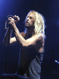 Taylor Hawkins Music Love, Rock Music, My Music, Foo Fighters Dave Grohl, Taylor Hawkins, John Frusciante, Music Icon, Rock Style, Punk Rock