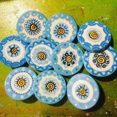 (2) Escarapelas Artesanales, Pintadas A Mano X 10, Únicas!!! - $ 220,00 en Mercado Libre Dress Neck Designs, Craft Party, Rosettes, Diy For Kids, Fun Crafts, Polymer Clay, Teaching, Cool Stuff, Projects