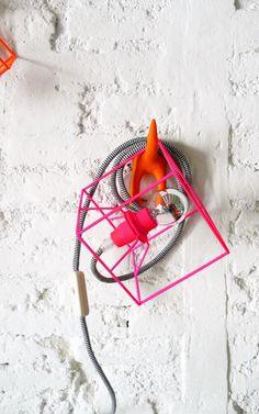 De hanglamp anders bekeken: aan een haakje tegen de muur!   CUBE LAMP with textile cable, switch and plug - neon pink. €49,00, via Etsy.