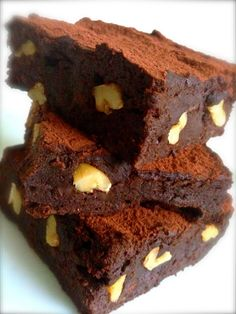Receita sem glúten e sem laticínios de Brownie com biomassa de banana verde! A pedido do querido Alessander Guerra, que escreve . Healthy Cake, Healthy Dessert Recipes, Healthy Meals For Kids, Healthy Desserts, Healthy Chocolate, Chocolate Recipes, No Sugar Desserts, Menu Dieta, Healthy Recepies