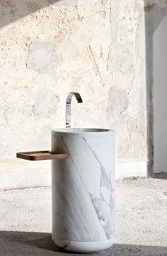Freestanding wash basin in arabescato marble by Lorenzo Damiani