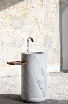 Freestanding wash basin in arabescato marble by Lorenzo Damiani