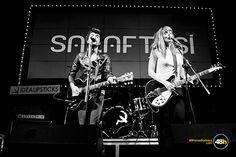 Idealipsticks calienta la Sala Aftasí a golpe de guitarra y movimiento de caderas