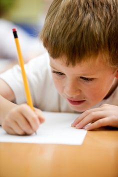 Schreiben lernen  beginnt schon vor der 1. Klasse. Grundbaustein ist eine feine Motorik. (© iStock)
