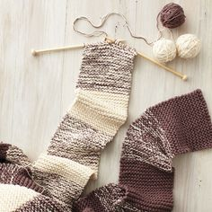 You have everything you need to take on a new knitting project: a pair of needles, several skeins of yarn. Now all you need is a brilliant idea! Here are some ideas for inspiration.