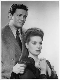 The Fallen Sparrow with John Garfield & Maureen O'Hara Old Hollywood Movies, Golden Age Of Hollywood, Vintage Hollywood, Classic Hollywood, Hollywood Actresses, Dublin, Best Movie Couples, Diva E, John Garfield