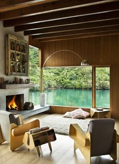 Located in a remote bay in the Marlborough Sounds, this house emphasises the intimate qualities of the small bay. Set close to the water it...