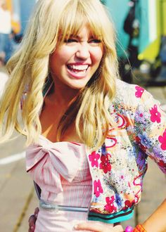 Miley Cyrus as Hannah Montana back in the good ole days Hannah Montana Outfits, Hannah Montana The Movie, Hannah Montana Forever, Hannah Miley, Miley And Liam, Famous Celebrities, Celebs, Old Miley Cyrus, Miley Stewart