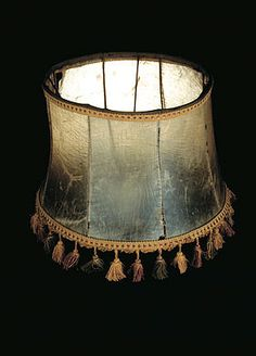 oddeveld: Lampshade made from human skin, more about it here