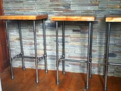 Home diy bar industrial pipe Ideas Diy Bar Stools, Outdoor Bar Stools, Diy Stool, Rustic Bar Stools, Patio Bar, Diy Patio, Vintage Industrial Furniture, Industrial Pipe, Rustic Furniture