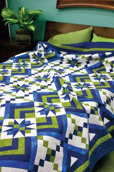 Vertical rows of twinkling stars shine on a ground of white in this stunning on-point quilt. Two more blocks add visual interest and create a secondary design. Patchwork at its best. Green Quilt, Blue Quilts, Star Quilts, Quilt Blocks, Quilt Kits, Mini Quilts, Colchas Quilting, Quilting Projects, Quilting Designs